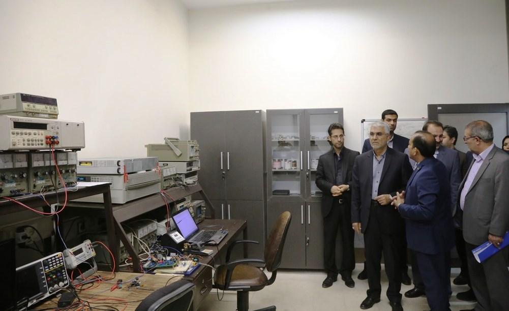 استاندار فارس در بازدید از پژوهشکده مکانیک شیراز