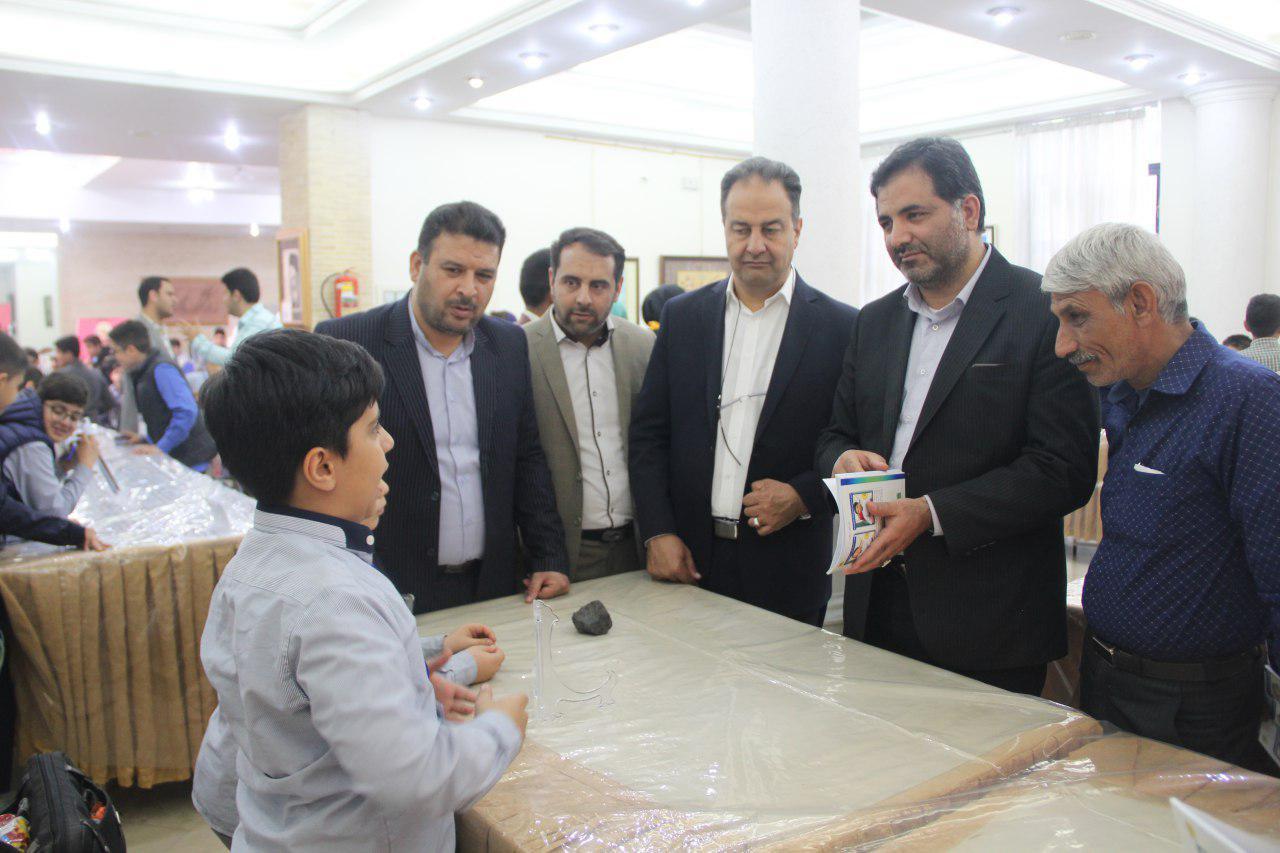 نمایشگاه دانش اموزان مولف اصفهان