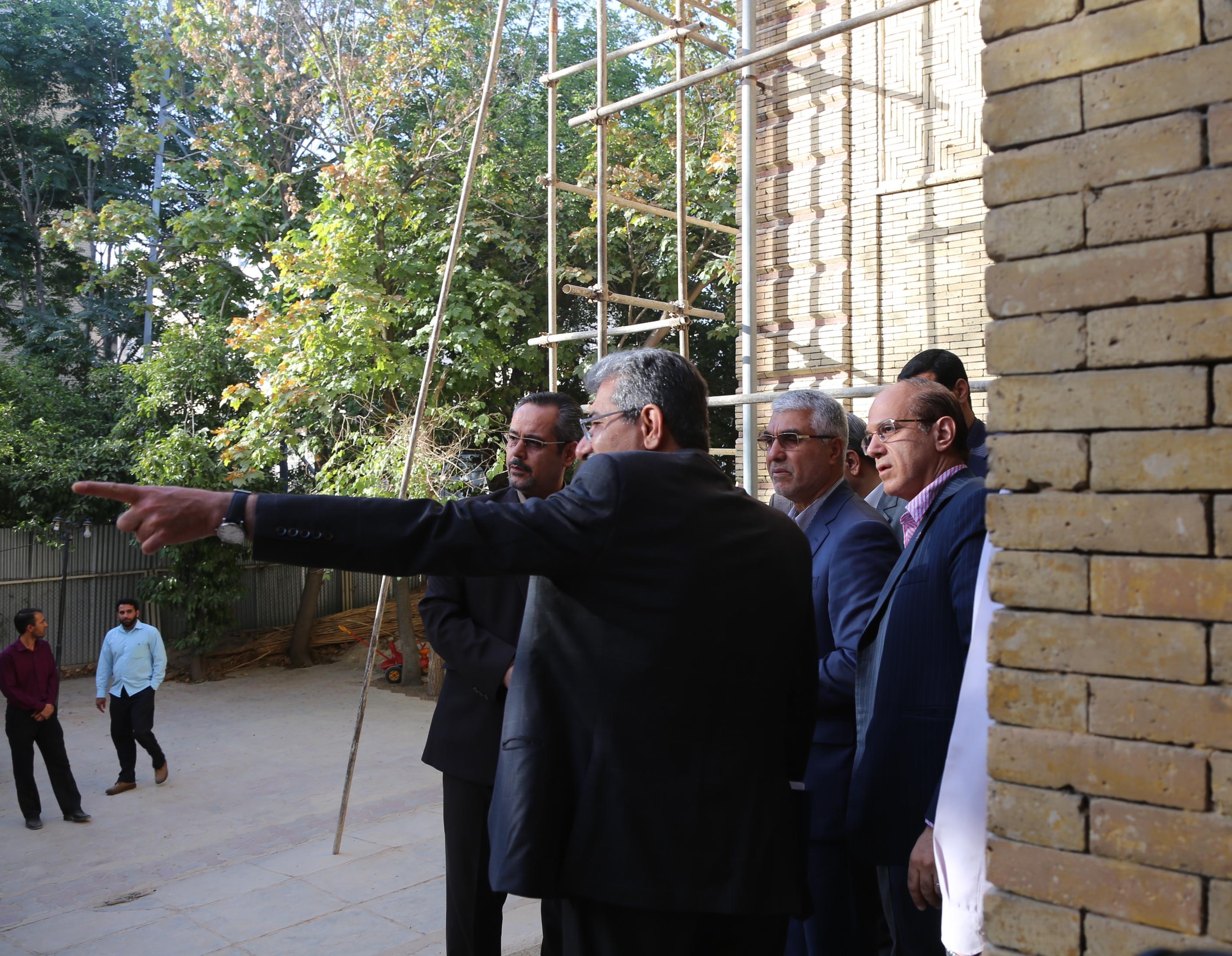 استاندار فارس در بازدید از ساختمان تاریخی منشی باشی