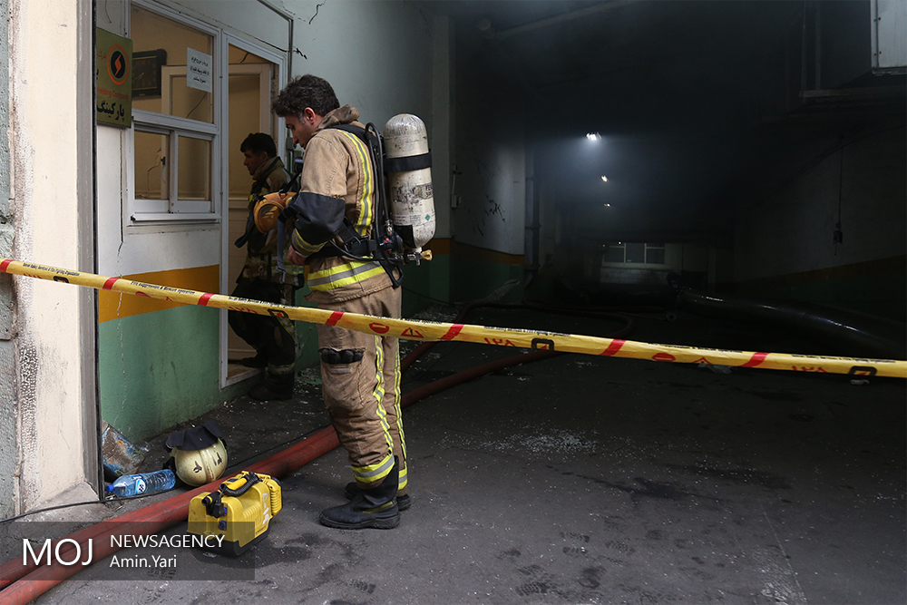 حضور شهردار در محل آتش سوزی ساختمان برق حرارتی