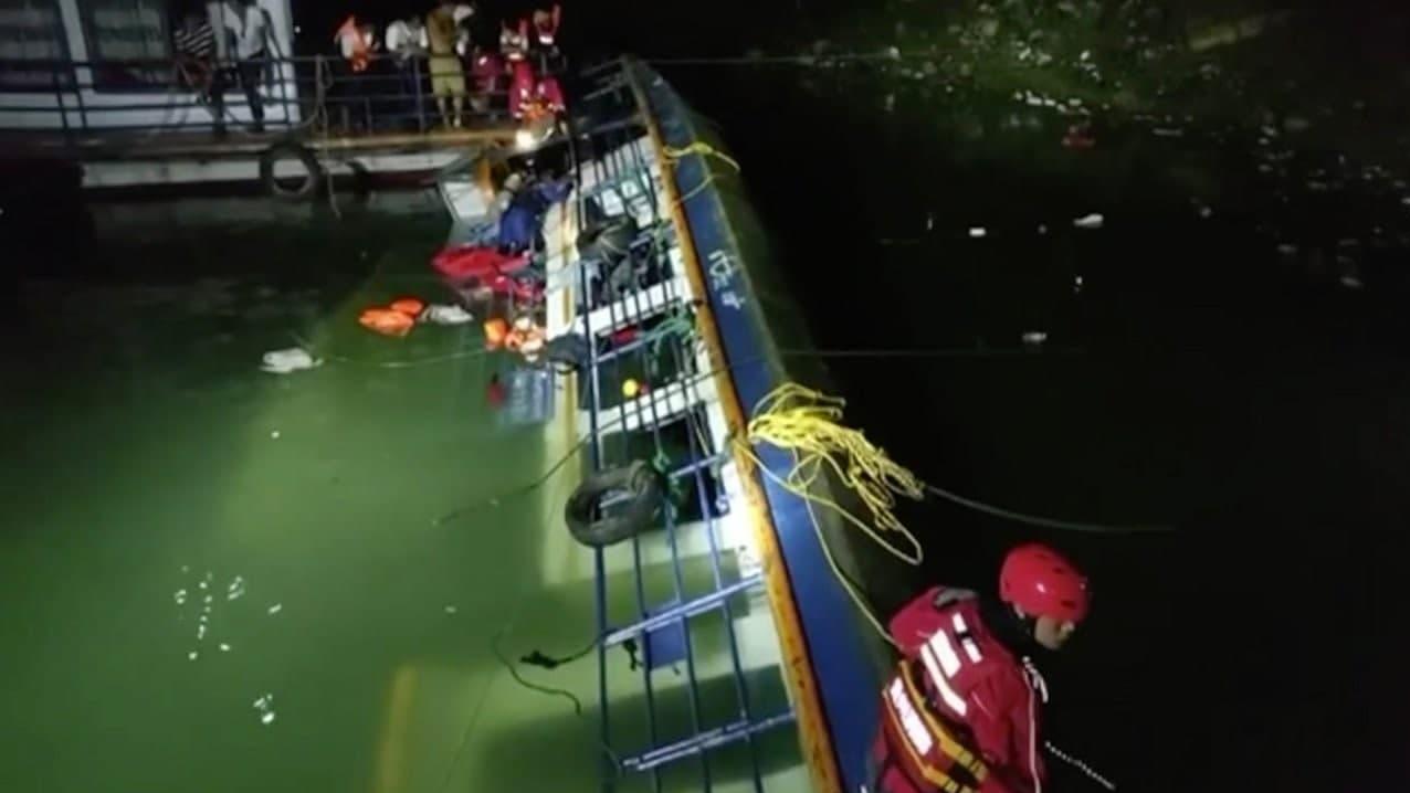 واژگونی مرگبار کشتی مسافربری در چین