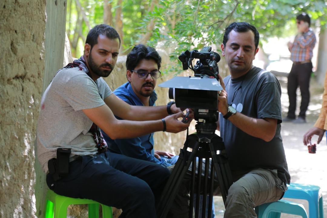 علیرضا دهقان در پشت صحنه مستند سینمایی ایساتیس