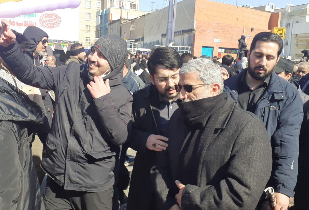 قاآنی در راهپیمایی 22 بهمن