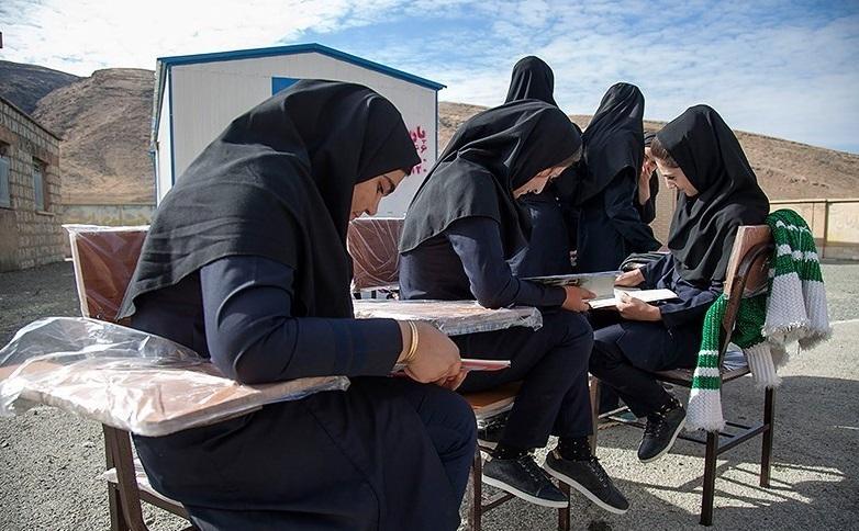 دانشآموزان پیشدانشگاهی در مناطق زلزلهزده