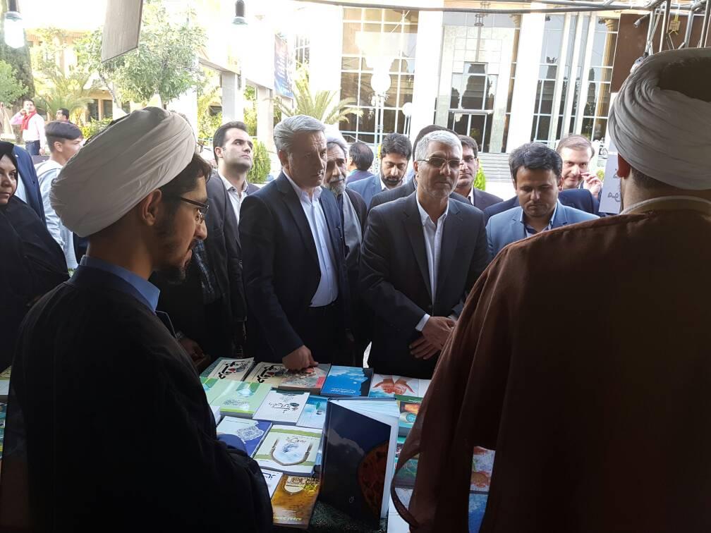 سال آینده نمایشگاه قرآنی را در حد و ارزش قرآن برگزار کنید
