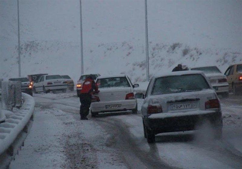 بارش برف در انتظار راههای مواصلاتی کرمانشاه