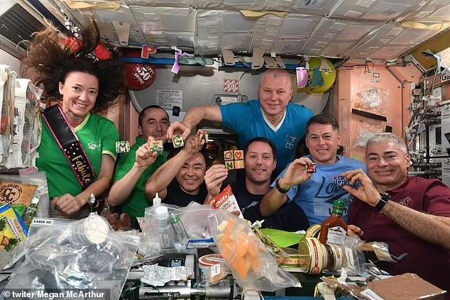 تولد در فضا ۲