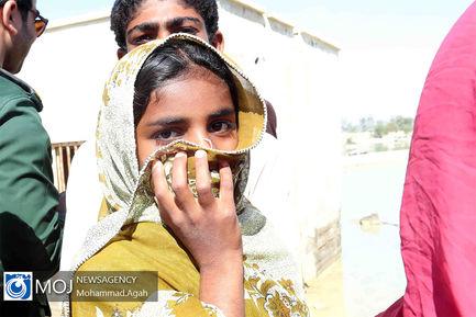 بازدید وزیر دفاع از مناطق سیل زده سیستان و بلوچستان