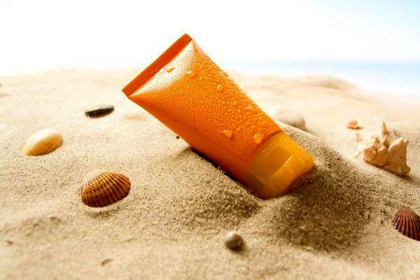 حقایقی در مورد کرم ضدآفتاب/ نکات مهم هنگام خرید کرم ضد آفتاب