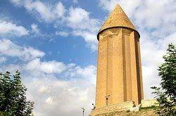 برج قابوس در هجوم سوسک های بال آتشین / هشدار کارشناسان به تخریب بنا