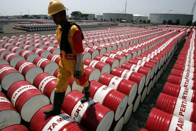 توافق عربستان و روسیه بر سر کاهش سطح تولید نفت