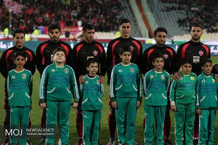 دیدار تیم های فوتبال پرسپولیس و صنعت نفت آبادان