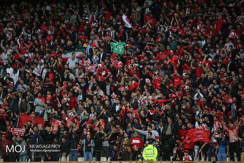 جشن قهرمانی تماشاگران پرسپولیس قبل از بازی با سایپا