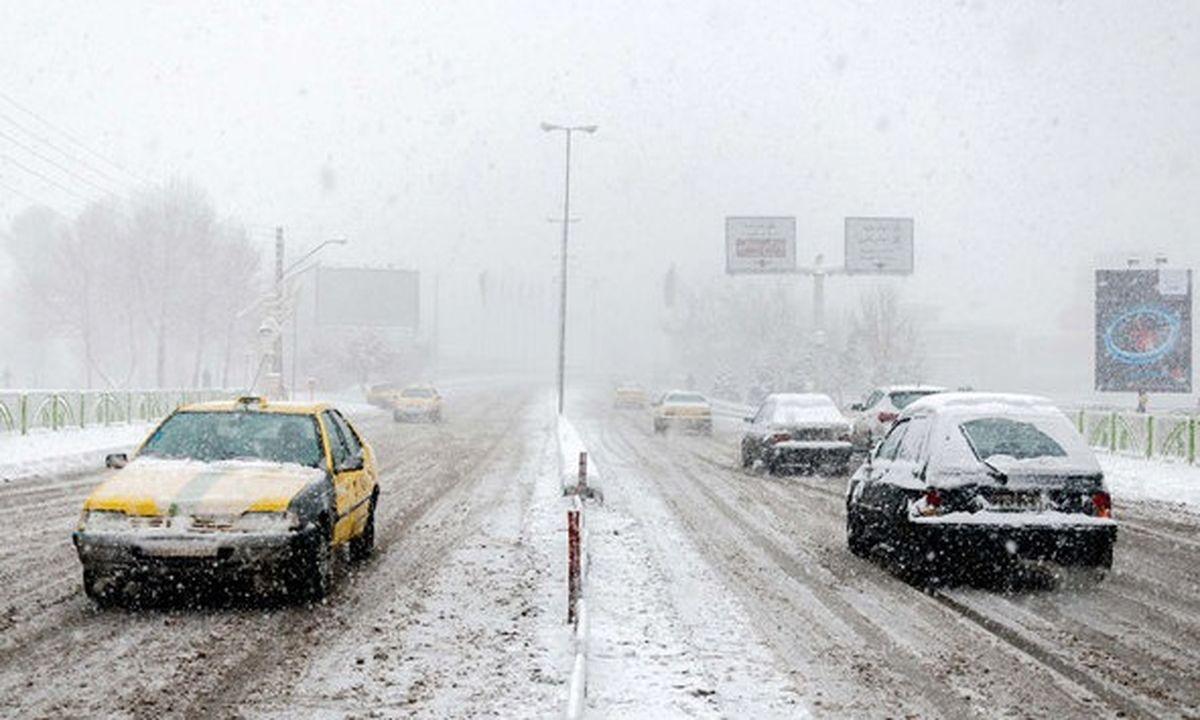 بارش برف و باران در محورهای ۹ استان کشور