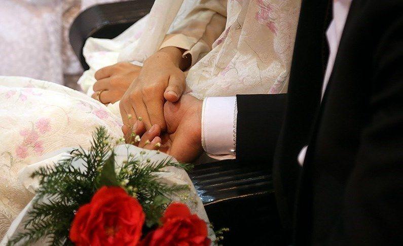 جشن ازدواج  17 زوج جوان در امامزاده زینب بنت موسی بن جعفر(ع) اصفهان