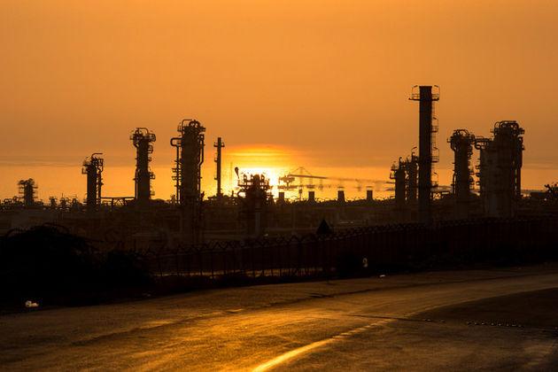 کدام شرکتها و بانکها پشت در پتروشیمی ایران صف کشیدهاند