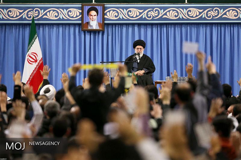 جمعی از مداحان و ذاکران اهل بیت(ع) با رهبر معظم انقلاب اسلامی دیدار کردند