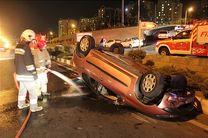 خودروی سواری در بلوار ارتش واژگون شد