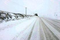 هلال احمرسمنان به 240 مسافر گرفتار برف امدادرسانی کرد