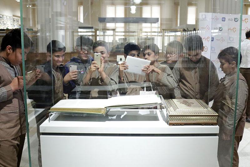 موزه بانک ملی ایران میزبان دانش آموزان نخبه قمی