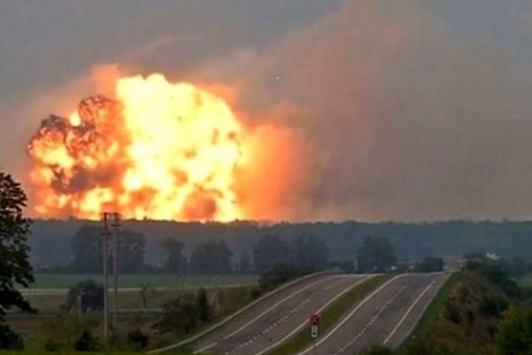 تخلیه منطقه مسکونی حومه پایتخت اوکراین به دلیل انفجار در انبار ارتش