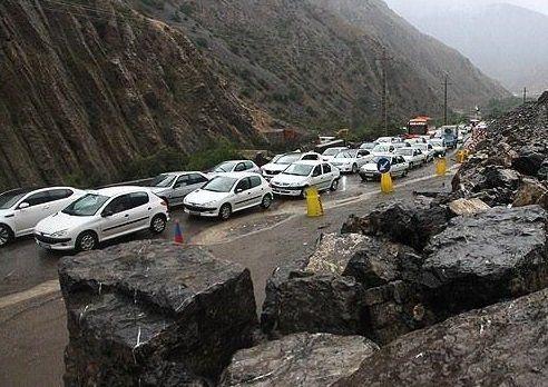 مسیر بلوار کولاب به سمت گنجنامه برای تمام خودروها مسدود شد