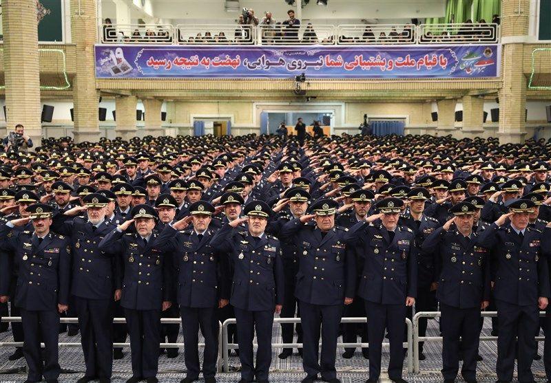 جمعی از فرماندهان، افسران، خلبانان و کارکنان نهاجا با رهبر معظم انقلاب دیدار کردند