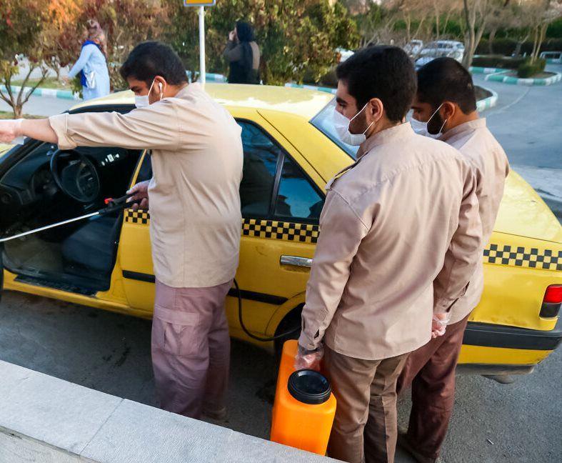 ضد عفونی کردن وسایل نقلیه عمومی توسط بسیجیان  در اصفهان