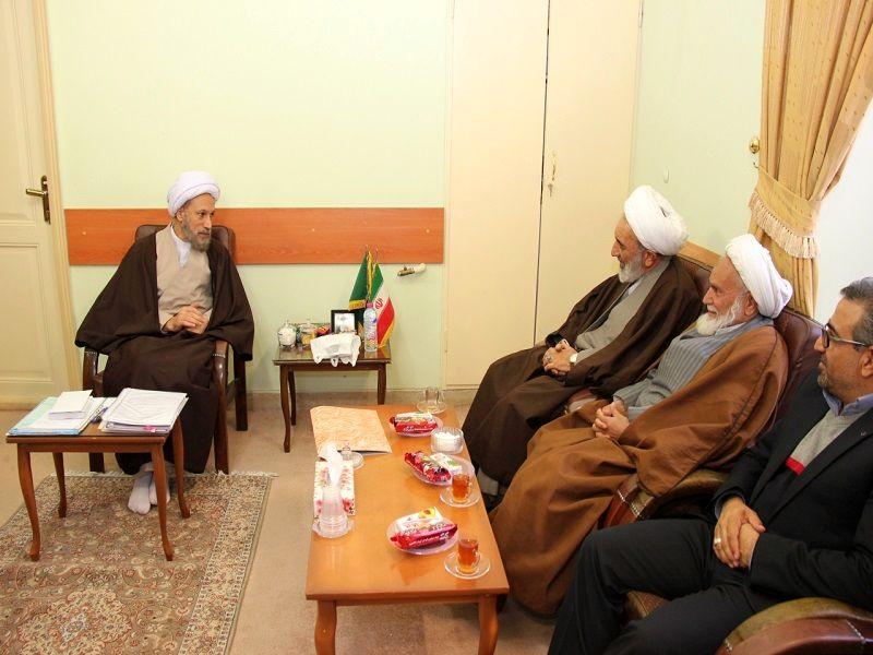 قائم مقام نماینده ولی فقیه در بنیاد مسکن کشور با امام جمعه شیراز دیدار کرد
