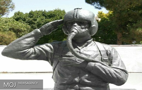 رونمایی از تندیس خلبانان هوانیروز کرمانشاه