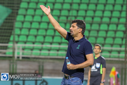 دیدار تیم های فوتبال ذوب آهن اصفهان و پرسپولیس