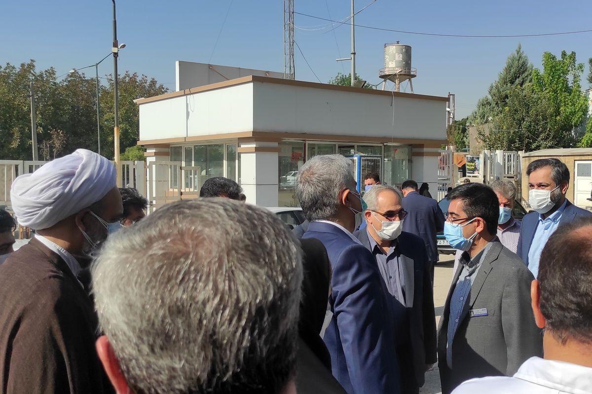 وزیر بهداشت از بخش مراقبت های ویژه کرونا کرمانشاه بازدید کرد