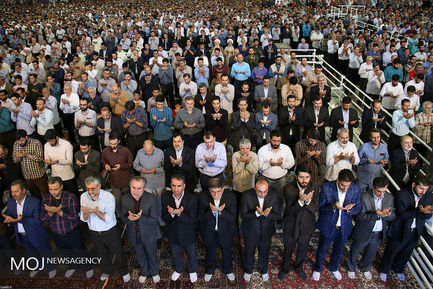 اقامه+نماز+عید+سعید+فطر+به+امامت+مقام+معظم+رهبری (1)