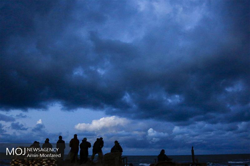 نجات صیادان از خطر غرق شدن در آبهای جزیره لارک