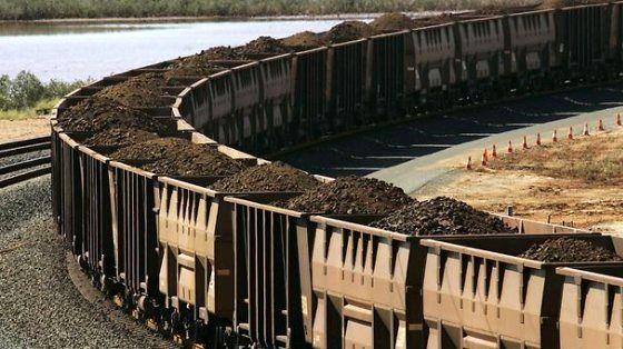 حمل ریلی زغال سنگ در بندر شهید رجایی بندرعباس