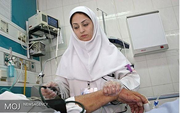 وزیر بهداشت برای پرستاران پدری کند