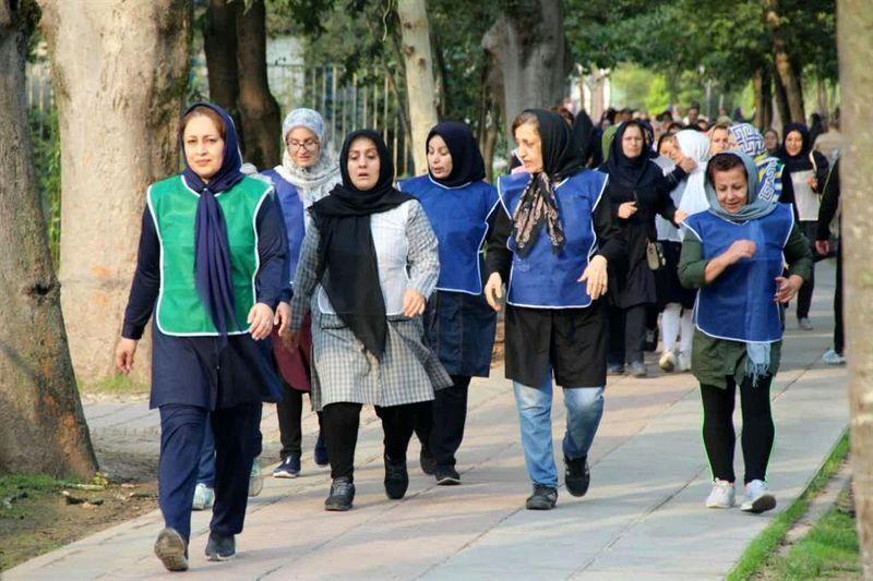 همایش پیاده روی بانوان ادارات شهرستان رشت برگزار شد