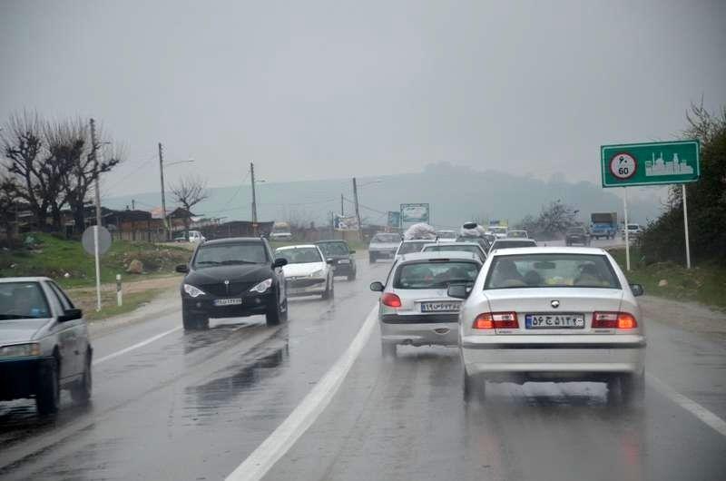 محورهای مواصلاتی اصفهان بر اثر بارش باران و برف لغزنده است