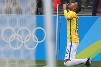 کاپیتان برزیل: توپ طلا 2017 باید به نیمار برسد