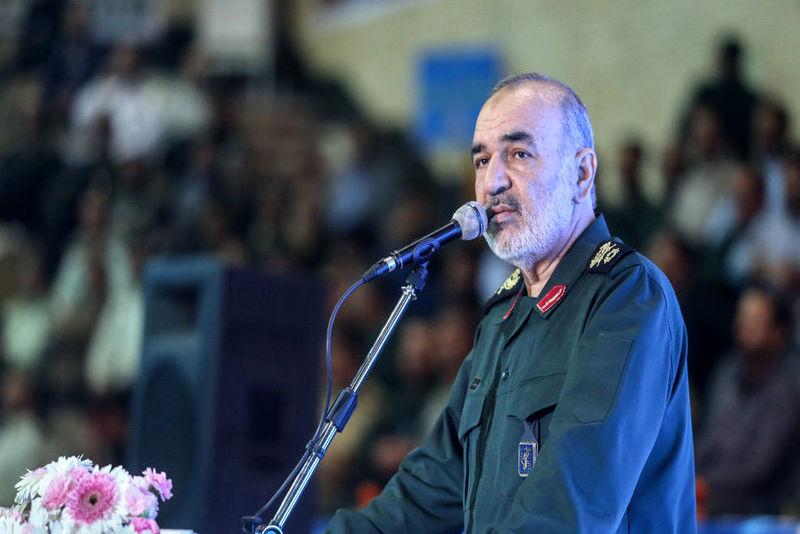 ایران راه ها را بر روی دشمن سد کرده است/منطق سازش و گفتوگو با مستکبران بهظاهر ساده است