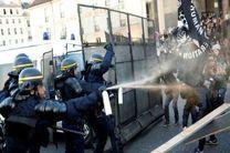 پلیس فرانسه معترضان به نتیجه انتخابات را با گاز اشک آور متفرق کرد