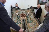اهدا فرش نفیس ابریشمی بافت اصفهان به موزه آستان قدس رضوی