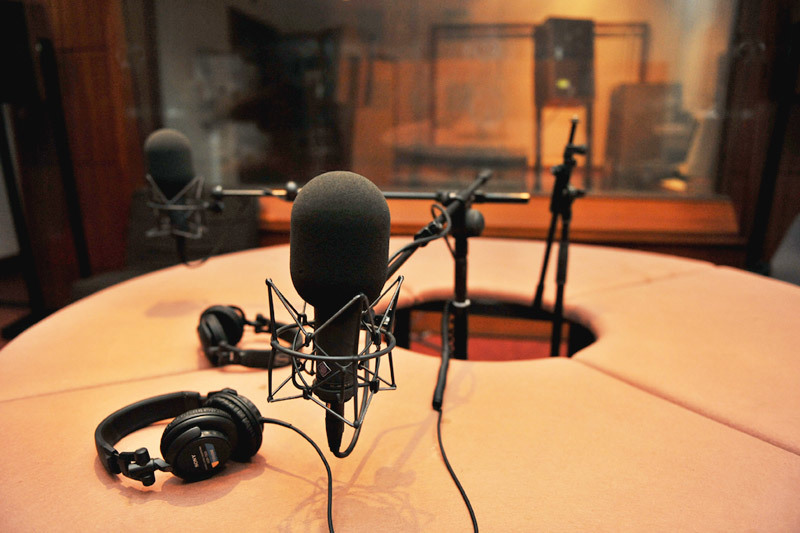 پیگیری مرگ مشکوک یک دختر در رادیو نمایش