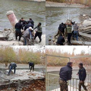 تخریب ساخت و سازهای غیر مجاز در بستر رودخانه زاینده رود در باغ بهادران
