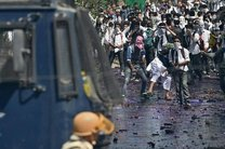 پلیس هند در کشمیر از گاز اشک آور استفاده کرد