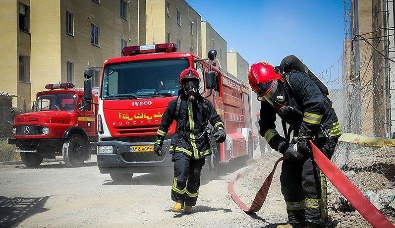 امداد رسانی و اطفای آتش در ۷ مورد حادثه و خدمات ایمنی توسط آتش نشانان رشت