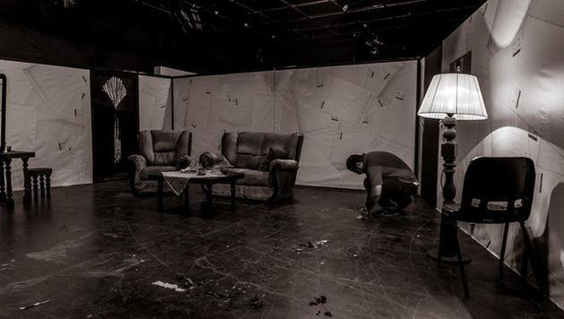 تمدید تئاتری با بازی سیما تیرانداز