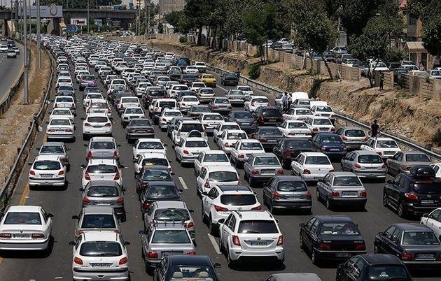 ترافیک در آزاد راه تهران-کرج نیمه سنگین است/ بارش باران در محورهای استان مازندران