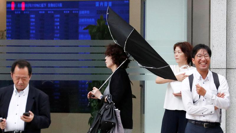 طوفان های شدید، ارتباطات زمینی و هوایی توکیو را متوقف کرد