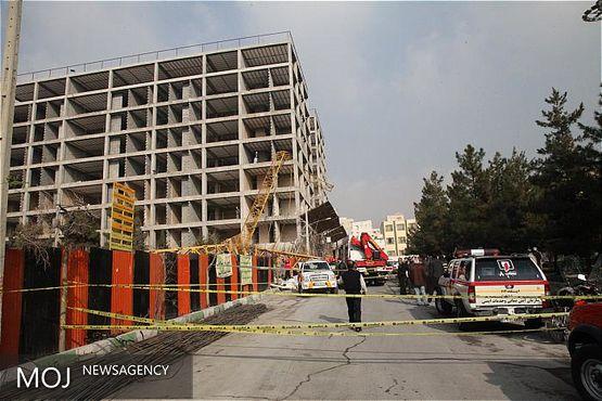 کارگر ساختمانی از حادثه جرثقیل تاور کرین نجات یافت / آسیب جزئی دست کارگر